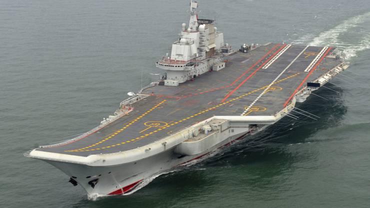 Der chinesische Flugzeugträger Liaoning. China wird in den nächsten Jahren massiv mehr Geld für die Verteidigung ausgeben. (Archiv)