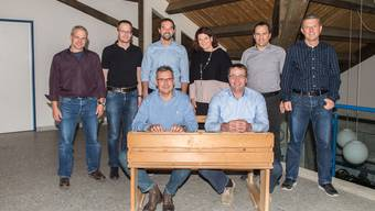 hinten von links: Beat Künzli (SVP), Christian Meister (CVP), Silvan Eggenschwiler (CVP), Nicole Sesseli-Müller (CVP), Daniel Fluri (CVP), Adrian Schaad (CVP). Vorne von links: Vizepräsident Dieter Bruttel (FDP), Gemeindepräsident Edgar Kupper (CVP) es fehlt: Roger Probst (SVP)