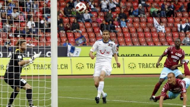 Bellinzonas Alessandro Mangiaratti (r.) erzielte das 1:0-Eigentor für den FCZ