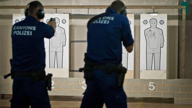 Im Schiesskeller der Kantonspolizei Aargau üben die Polizisten den Ernstfall.