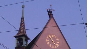 Der Iraker auf der Clarakirche in Basel