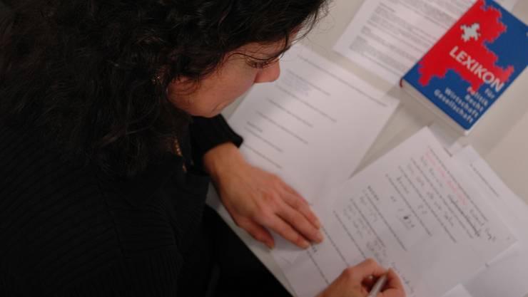 Die Eltern mussten unangekündigt eine Prüfung zu den lokalen und schweizerischen Verhältnissen ablegen. (Symbolbild)