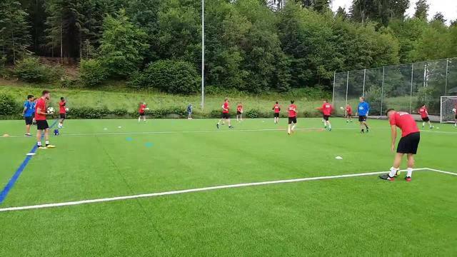 Trainingsstart beim FC Aarau: Aufwärmen mit Marco Walker