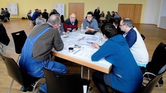 In Achtergruppen wurde am Workshop über das künftige räumliche Leitbild der Gemeinde diskutiert.