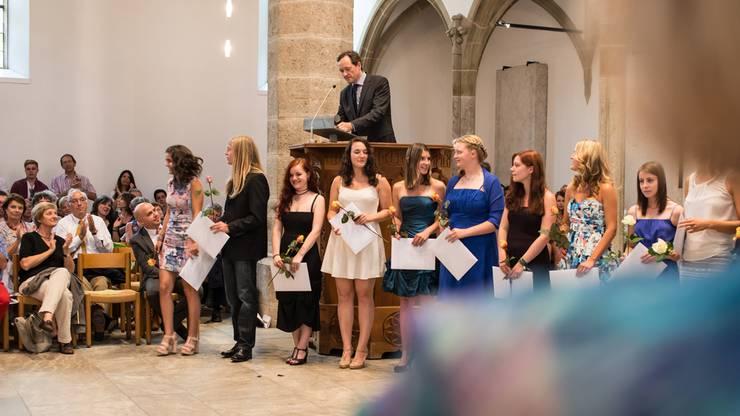 Die Neue Kantonsschule Aarau vergibt die Diplome an die diesjaerigen Maturanden. In der Kirche Aarau. Ausgezeichnet wurden ausserdem die besten Maturaarbeiten. Fredi M. Murer hielt eine motivierende Rede an die Maturanden