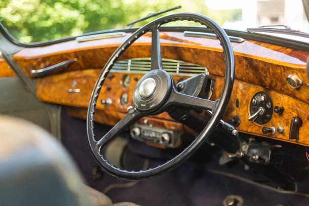 Edel sieht es auch im Innern des Rolls-Royce Silver Wraith aus.