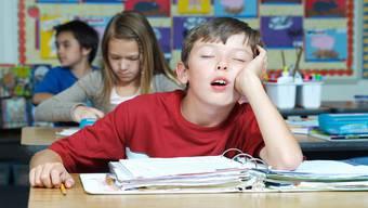 So manch ein Schüler wähnt sich in der ersten Unterrichtslektion noch immer in seinem Bett.