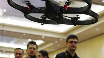 Mit den Drohnen werden auch spielerische Choreografien geflogen.