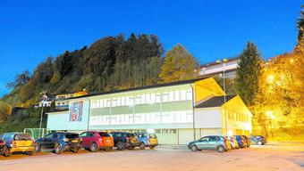 Die Swisscom möchte neben der Sirenenanlage eine Antenne installieren, das Dach würde gegen die Strahlung abgeschirmt werden.