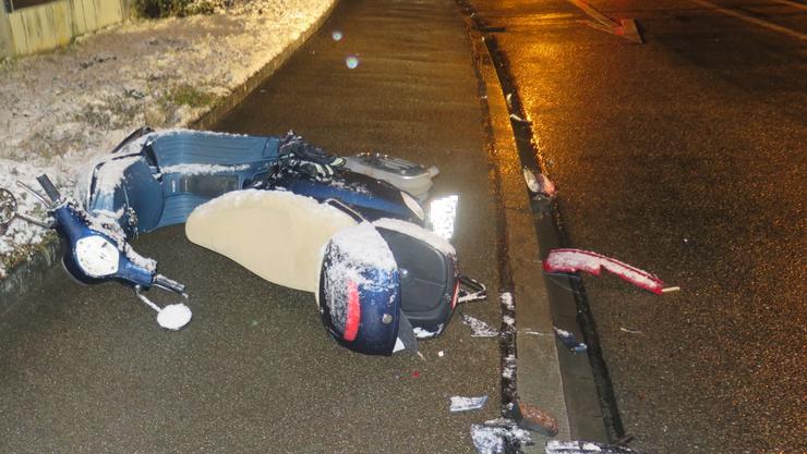 In Therwil verunfallte ein Auto und ein Roller.