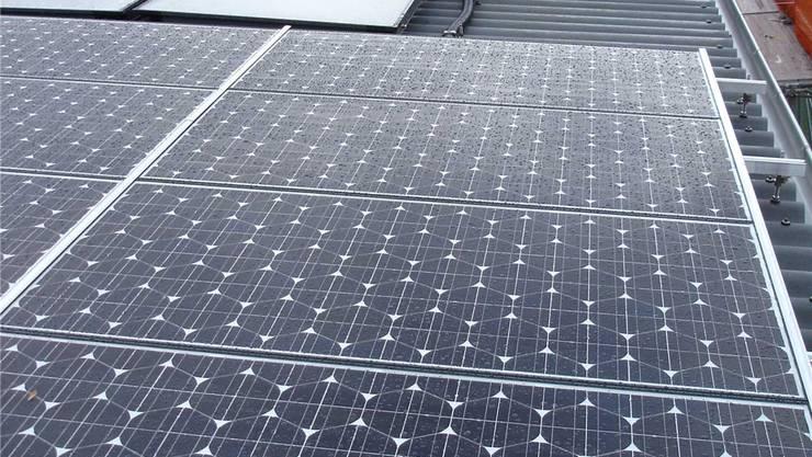 Für 2017 ist auf den Flachdächern der Mehrfamilienhäuser 7,8 und 9 eine Photovoltaik-Anlage zu installieren. (Symbolbild)