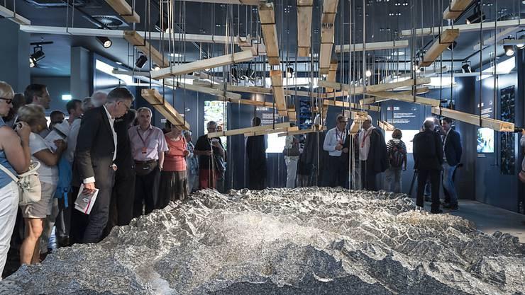 Die Nachbildung des Gotthardmassivs wurde an der Expo als bestes Exponat ausgezeichnet. 700'000 Besucher wollten die Ausstellung zum Thema Wasser der Gotthardkantone sehen.