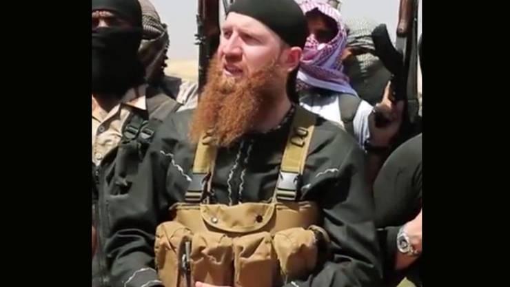 Aufnahme des IS-Militärchefs aus einem Video: Die Terrororganisation IS bestätigte, dass Omar al-Schischani tot ist. Die USA gaben im März an, ihn bei einem Luftangriff getötet zu haben. (Archivbild)