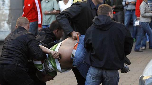 Sicherheitskräfte nehmen in Minsk einen Mann fest