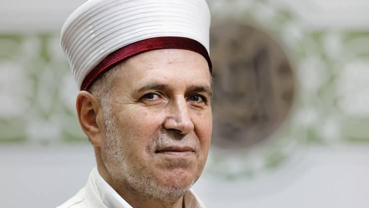 Imam Mustafa Memeti hat am Montag eine Charta unterzeichnet, in der sich Muslime in der Schweiz zu Rechtsstaat und Demokratie bekennen.