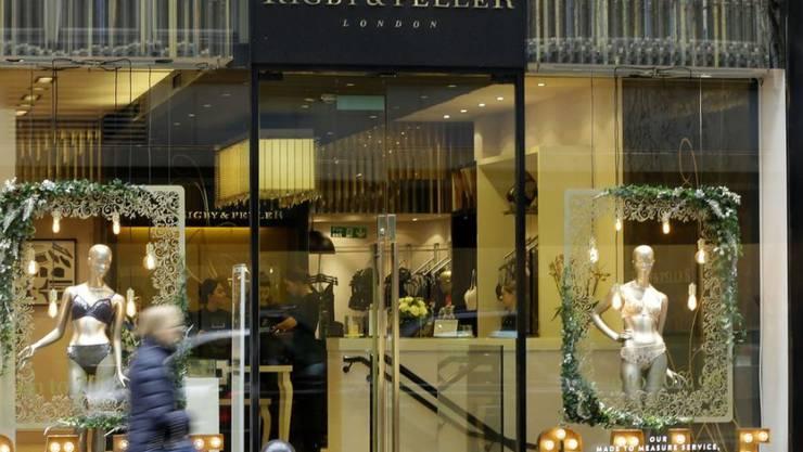 Die Luxus-Dessous-Firma Rigby & Peller in Chelsea, London hat ihren Titel als königliche Hoflieferantin verloren, nachdem die frühere Chefin, June Kenton, in ihrer Autobiografie Indiskretionen über das Königshaus ausgeplaudert hatte. (Archivbild)