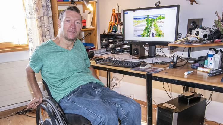 Das Internet ist sein Tor zur Welt: Marcel Stalder aus Frenkendorf.