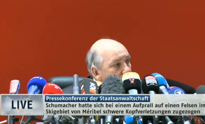 Der Staatsanwalt informiert live über erste Ermittlungsergebnisse des Skiunfalls von Michael Schumacher.