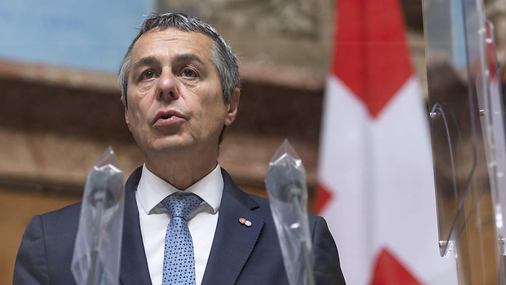 Aussenminister Ignazio Cassis gab im Vorfeld seiner Wahl in den Bundesrat seine italienische Staatsbürgerschaft ab. Das Parlament hat nun neuen Transparenzregeln für Doppelbürger zugestimmt. (Archivbild)