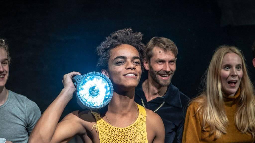 """Das Stück """"Auerhaus"""" nach dem gleichnamigen Jugendroman von Bov Bjerg hatte am 10. November 2018 im Theater an der Winkelwiese in Zürich die Schweizer Erstaufführung."""