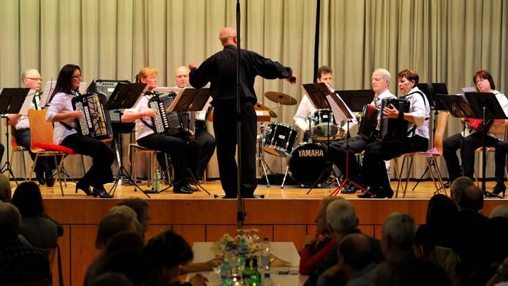 Ein Bild aus besseren Tagen: das Handharmonika-Orchester Olten im November 2012 beim Konzert im Saal der Pauluskirche. Bruno Kissling