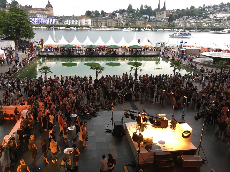 Das Blue Balls Festival in Luzern zieht die Massen an.