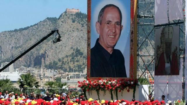 Zehntausende wohnen der Seligsprechung von Mafia-Gegner Puglisi bei