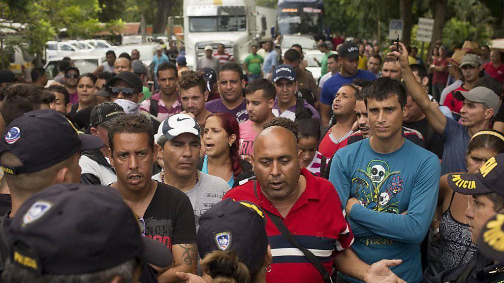 Protestaktion in Peñas Blancas: Kubanische Migranten blockieren an der Grenze zwischen Costa Rica und Nicaragua die internationale Verkehrsader Transamericana.