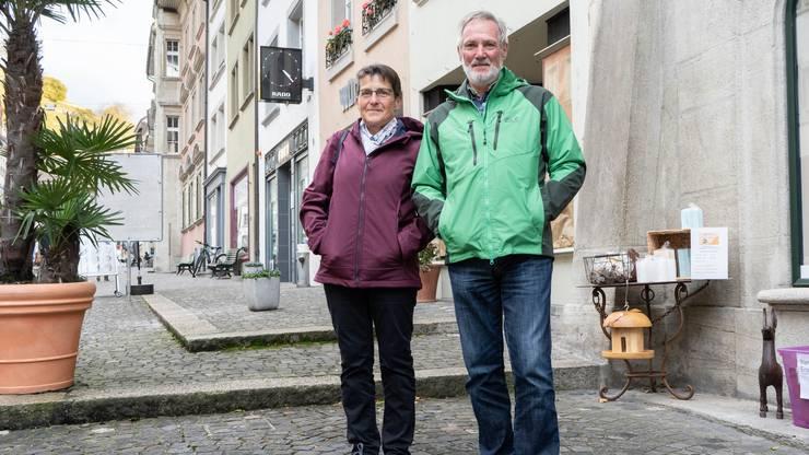 Elsbeth Gloor, 64 und Kurt Gloor, 74, Boniswil: «Dass zwei Männer gemeinsam Kinder haben müssen, verstehen wir nicht so ganz. Doch die Zeiten ändern sich und damit muss man sich abfinden. Davon unabhängig sollten die Kinder auf jeden Fall in die Spielgruppe können, so wie es alle anderen Kinder auch können.»