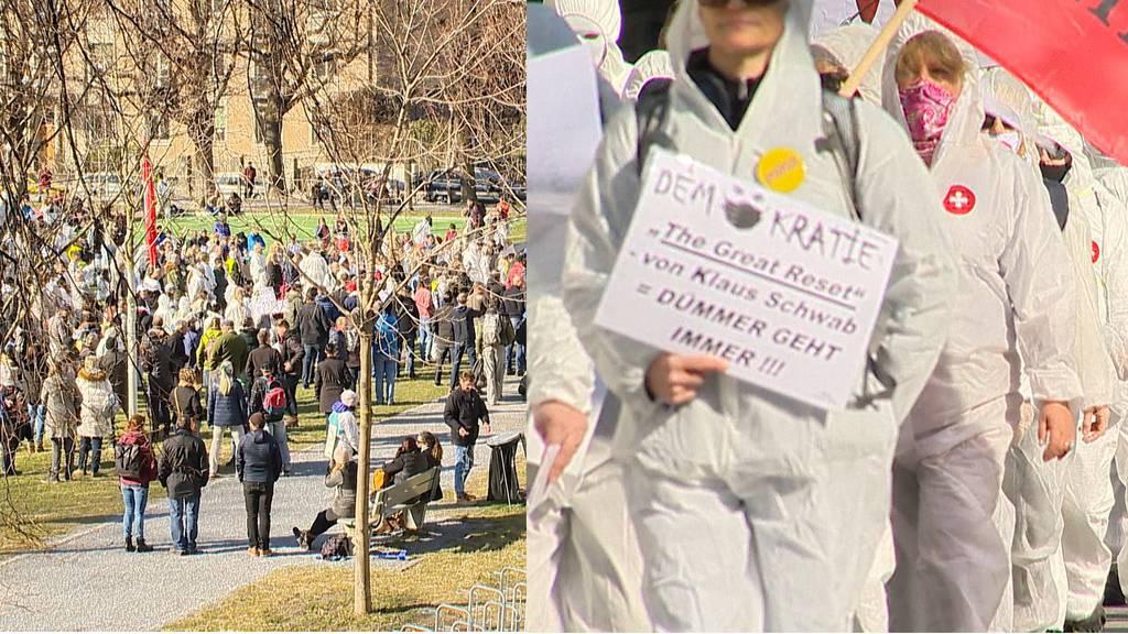 Stiller Protest in Chur: Tausende demonstrieren gegen Corona-Massnahmen