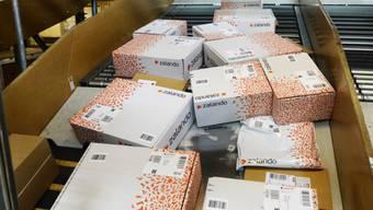 Zalando-Pakete werden für den Versand vorbereitet (Symbolbild)