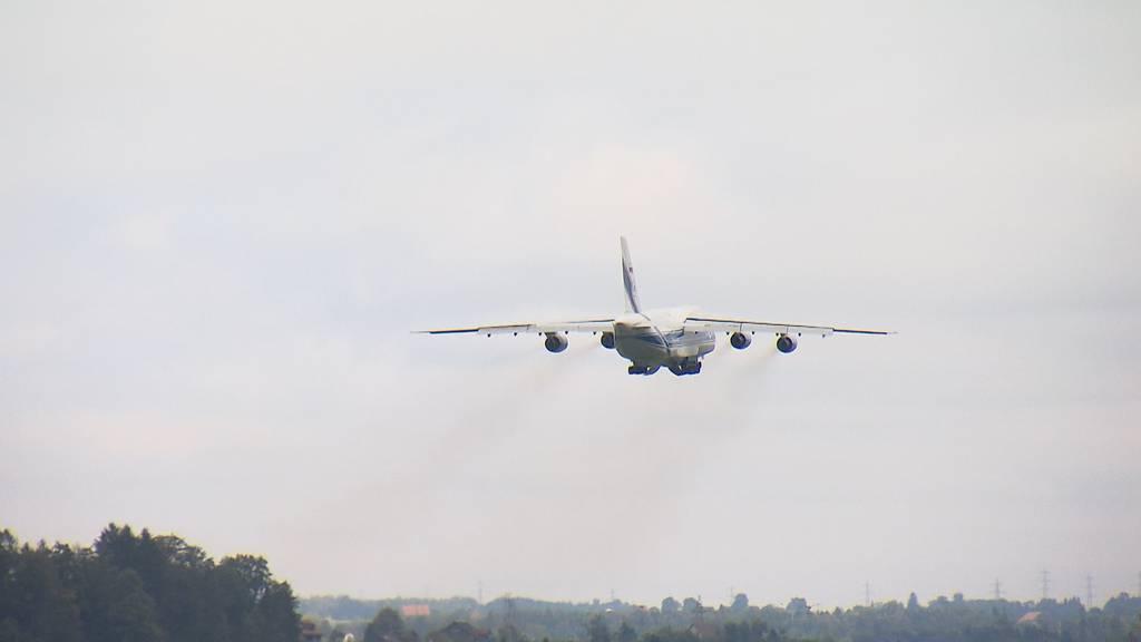 Riesenflugzeug Antonov hebt zum letzten Mal von Emmen ab