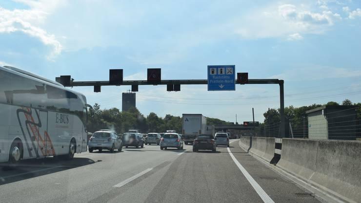 Die Beschleunigungsspur zwischen Ausfahrt Augst/Liestal und Einfahrt Raststätte Pratteln-Nord in Fahrtrichtung Basel verläuft nun durchgehend.