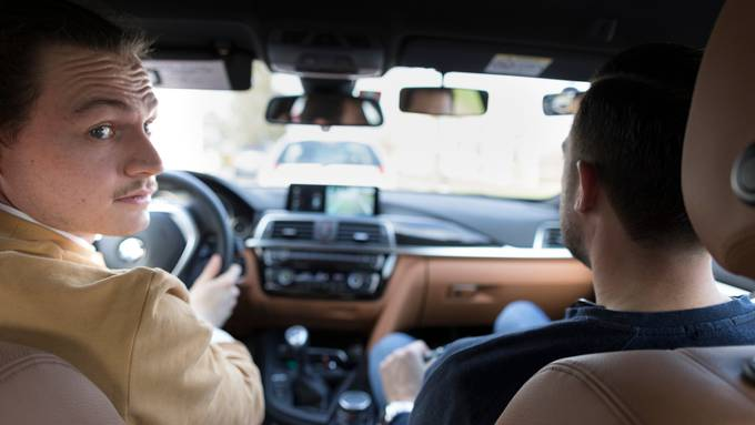 Entspannte Fahrlehrer gibt es derzeit nur noch wenige in der Schweiz – viele machen sich Sorgen um die Zukunft.