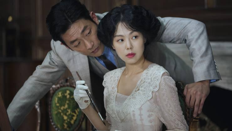Der koreanische Film basiert auf einem britischen Krimiroman, der im viktorianischen London angesiedelt ist.