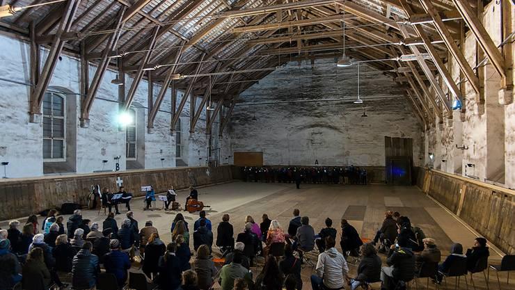 Die «Alte Reithalle» hat als Ort für kulturelle Veranstaltungen – hier ein Auftritt des Kammerchors C21, einen grossen Charme.