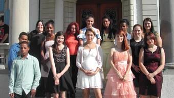14 der 16 Hohenlinden- Absolventinnen und -absolventen, die jetzt in das Berufsleben starten.