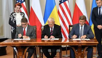 Polen, die Ukraine und die USA haben am Samstag ein Energie-Abkommen unterzeichnet und versuchen damit, die Ukraine weniger abhängig von russischen Energiequellen zu machen.