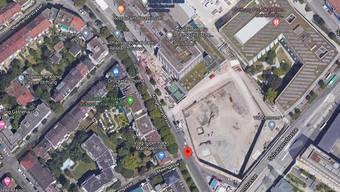 Am frühen Montagmorgen wurde die Frau in der Klingelbergstrasse vor ihrer eigenen Haustür angegriffen. Kurz darauf folgt ein zweiter Angriff.