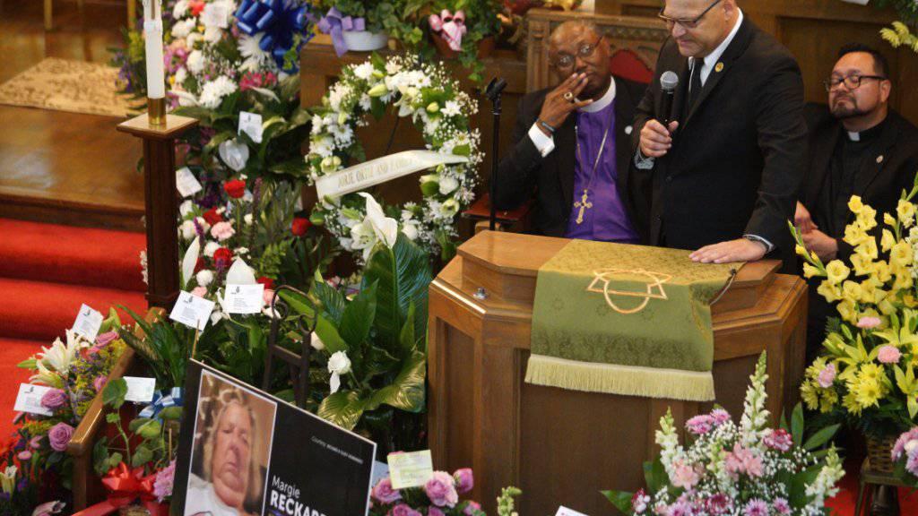 Hunderte an Trauerfeier für Opfer des Angriffs von El Paso