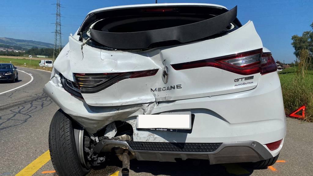 Lieferwagen prallt in Auto – Autofahrer verletzt