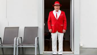 In den Kantonsfarben Rot und Weiss gekleidet: Hanspeter Roth.