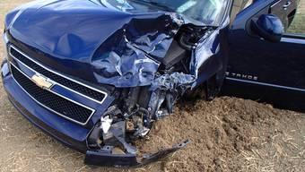 Autofahrerin kollidiert auf Gegenfahrbahn mit zwei Fahrzeugen