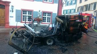 Ausgebrannt: Am explodierten Strassenputzfahrzeug entstand ein Totalschaden.