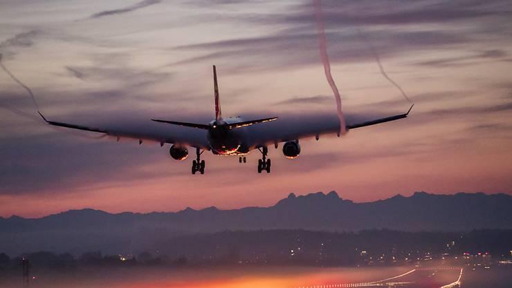 Welche Flughäfen müsste man schliessen, um die weltweite Ausbreitung gefährlicher Viren zu stoppen? Dieser Frage sind ETH-Forscher nachgegangen. (Archivbild)