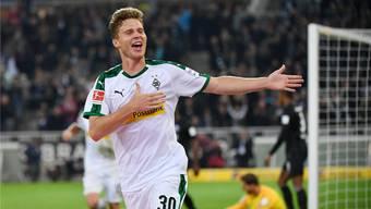 Fast perfekter Saisonstart: Nico Elvedi freut sich über sein Tor für Borussia Mönchengladbach gegen Eintracht Frankfurt.