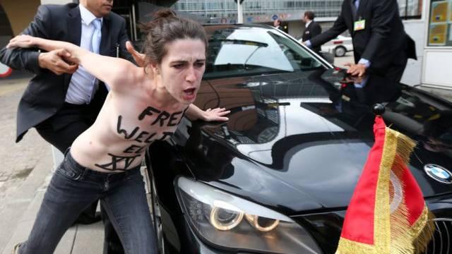 Femen-Protest gegen Tunesiens Premier Larayedh in Brüssel (Archiv)