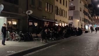 Wie in anderen Städten kam es am Wochenende vor Aarauer Lokalen zu Menschenansammlungen. Der Barbetreiber vom Platzhirsch und die Polizei äussern sich zur schwierigen Situation im Nachtleben.