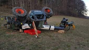 Unfall in Stüsslingen: Mann wird unter Traktor eingeklemmt
