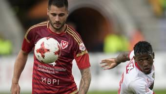 Dejan Janjatovic (l.) soll den FC Aarau im Mittelfeld verstärken.